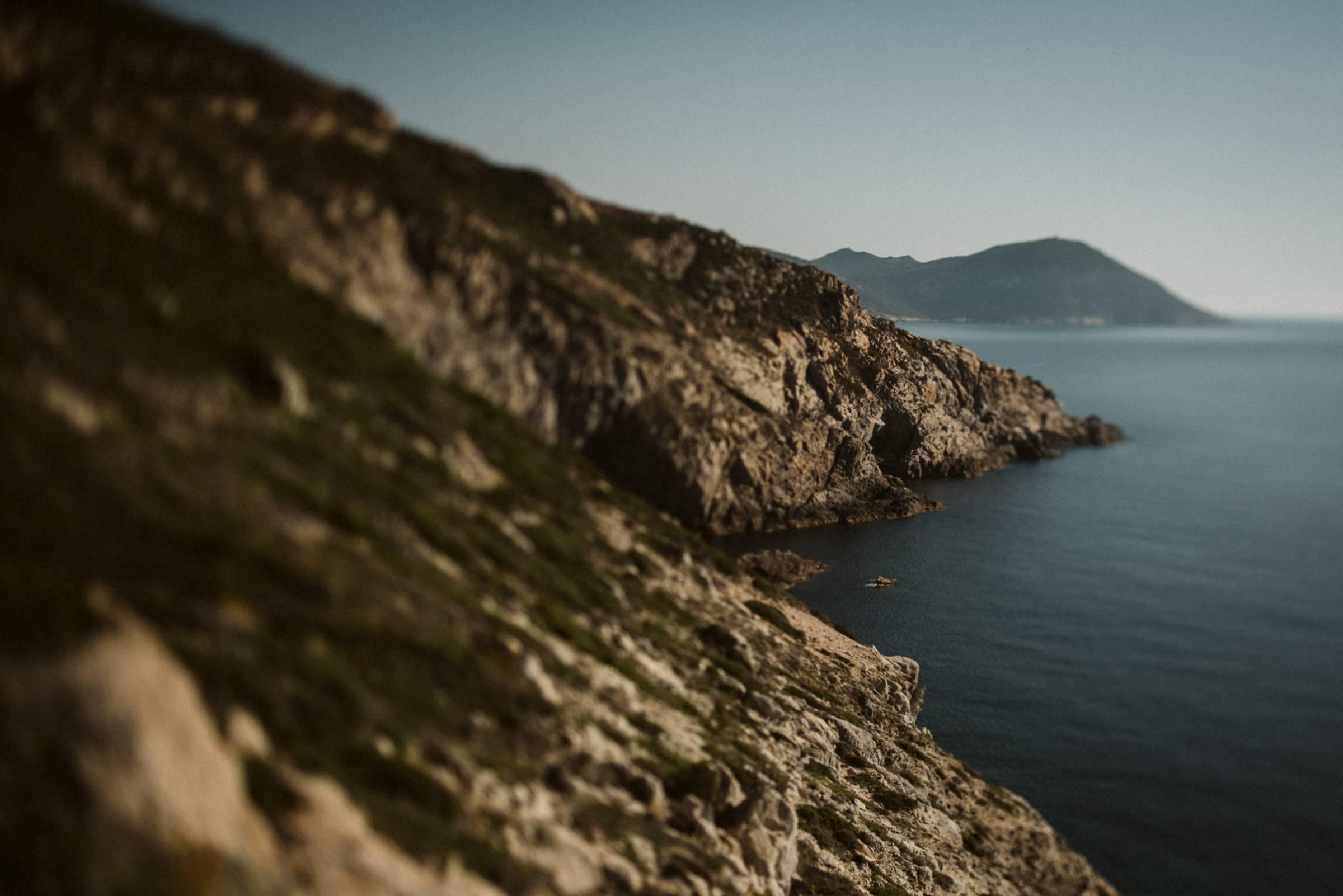 Felsige Küstenlandschaft von Korsika