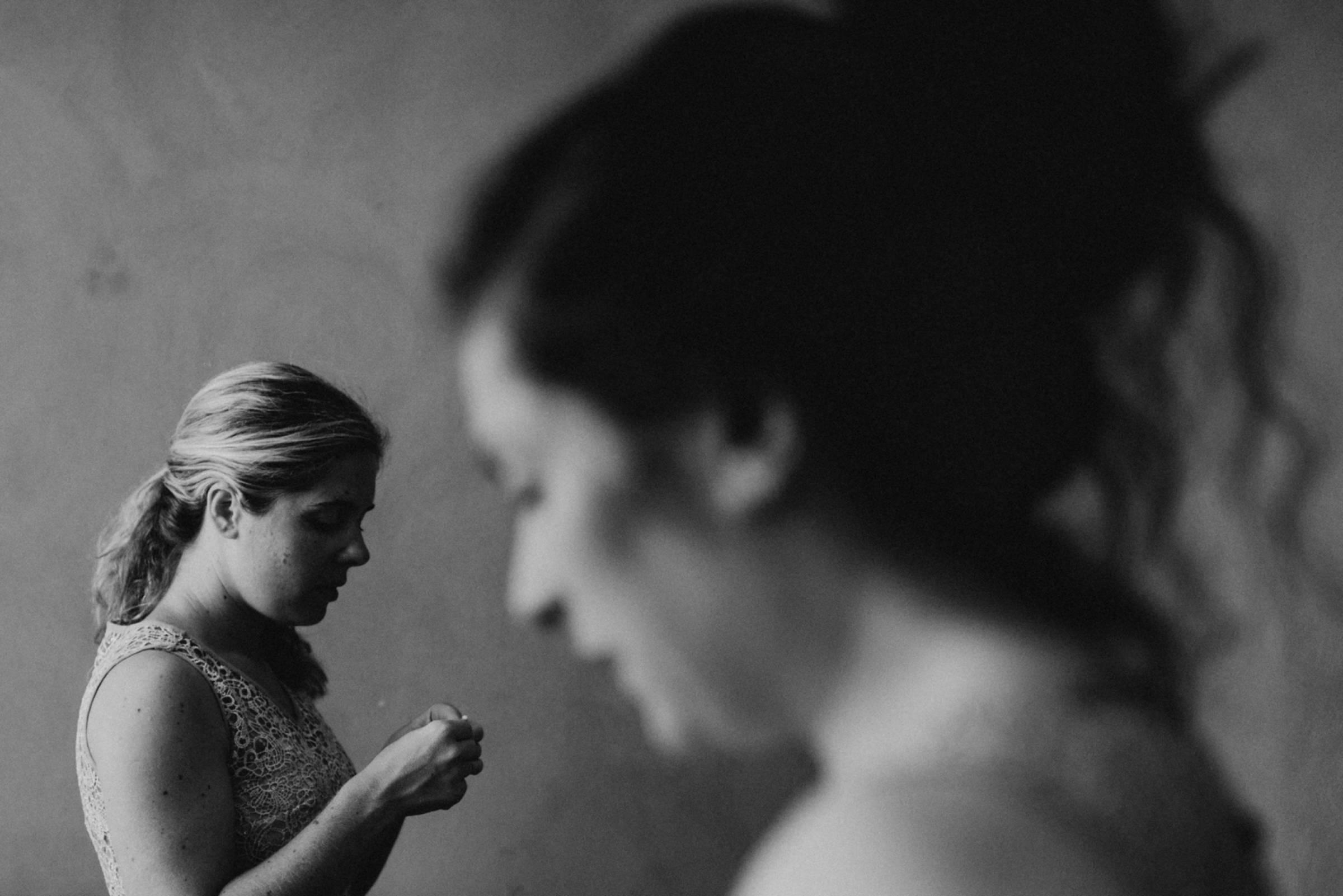 Schwarzweiß Porträt beim Getting Ready