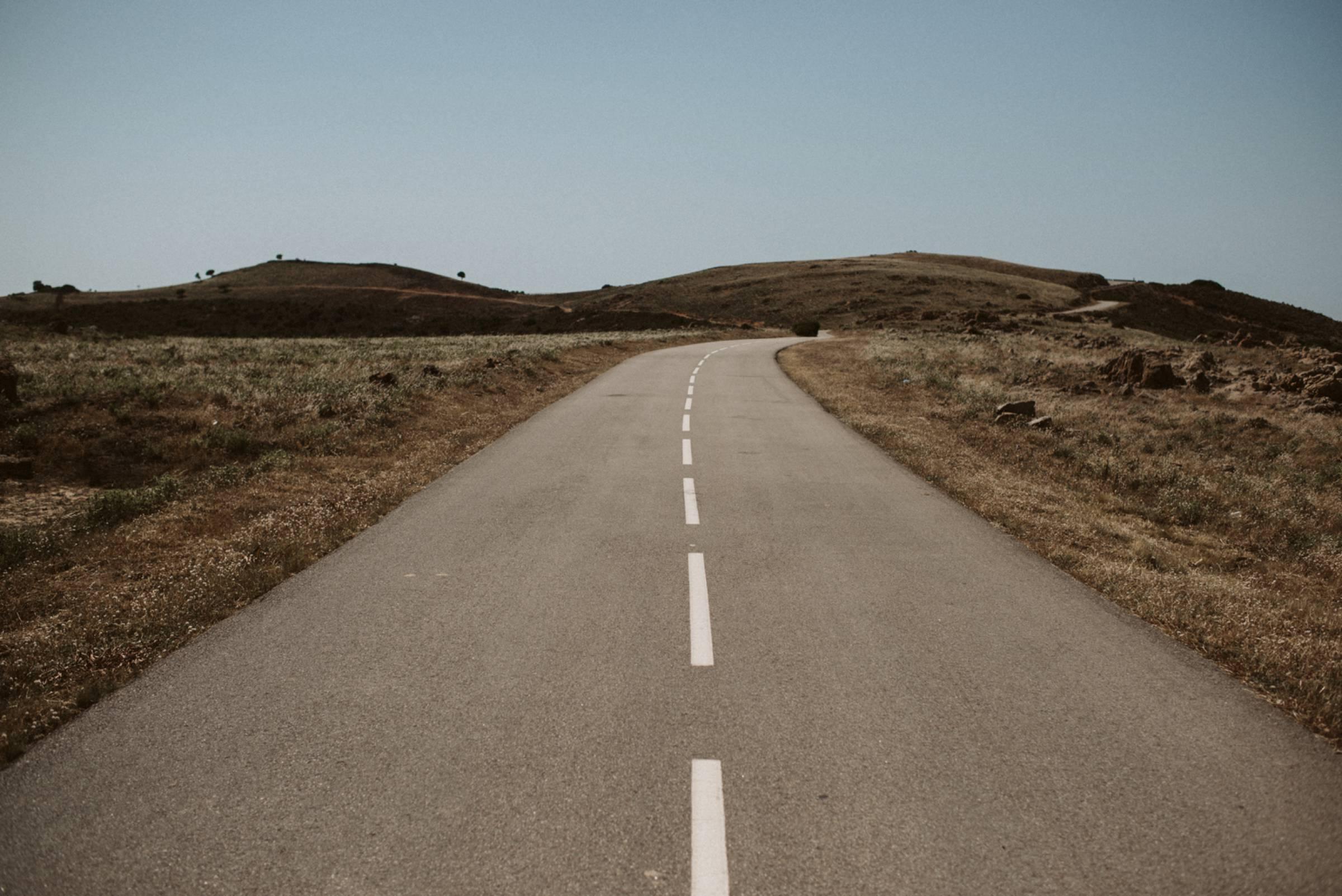 Straße auf Korsika in den Bergen