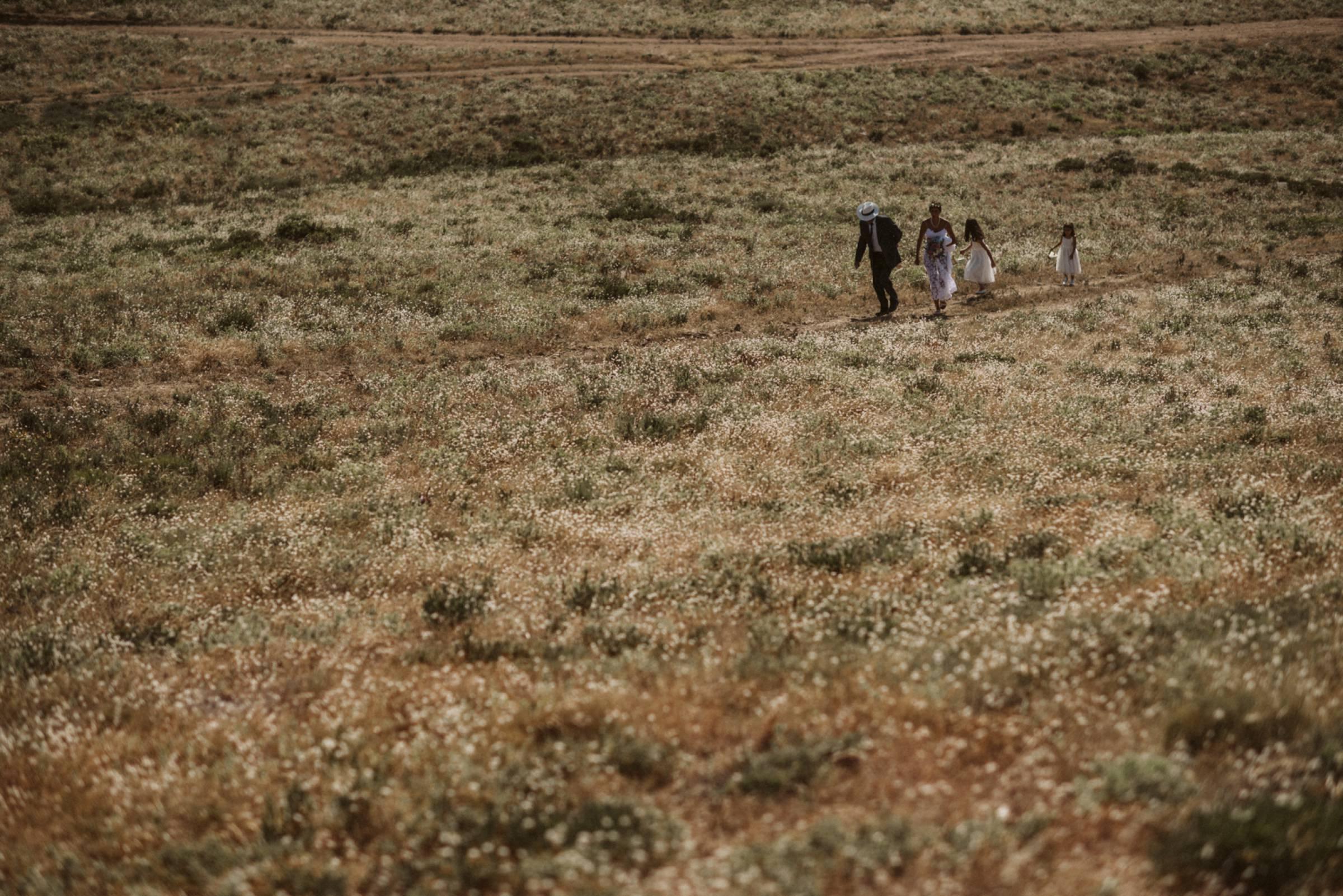 Braut und Brautvater in den Bergen von Frankreich