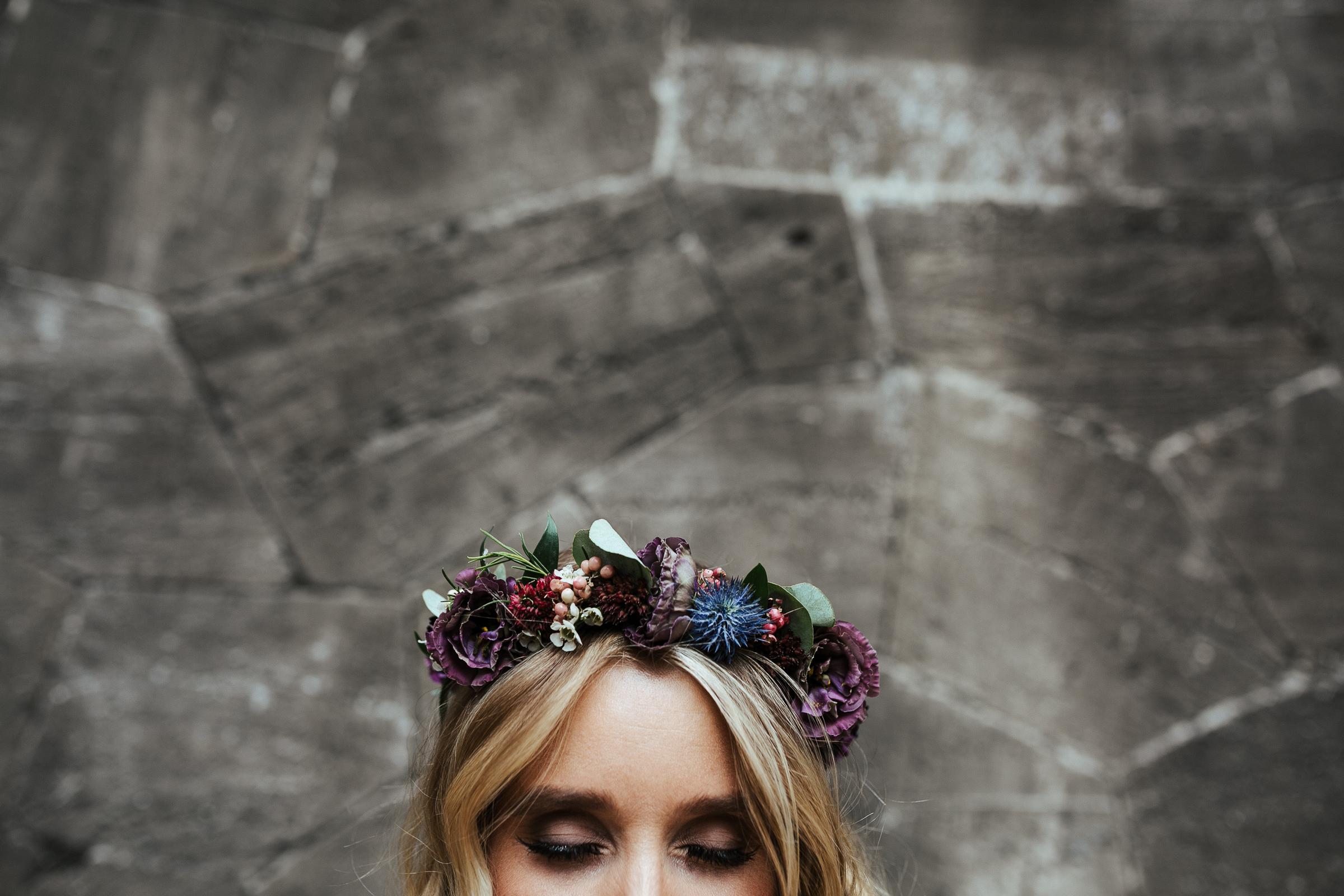 Blumenschmuck von Kopflegenden: Braut mit Blumenkranz