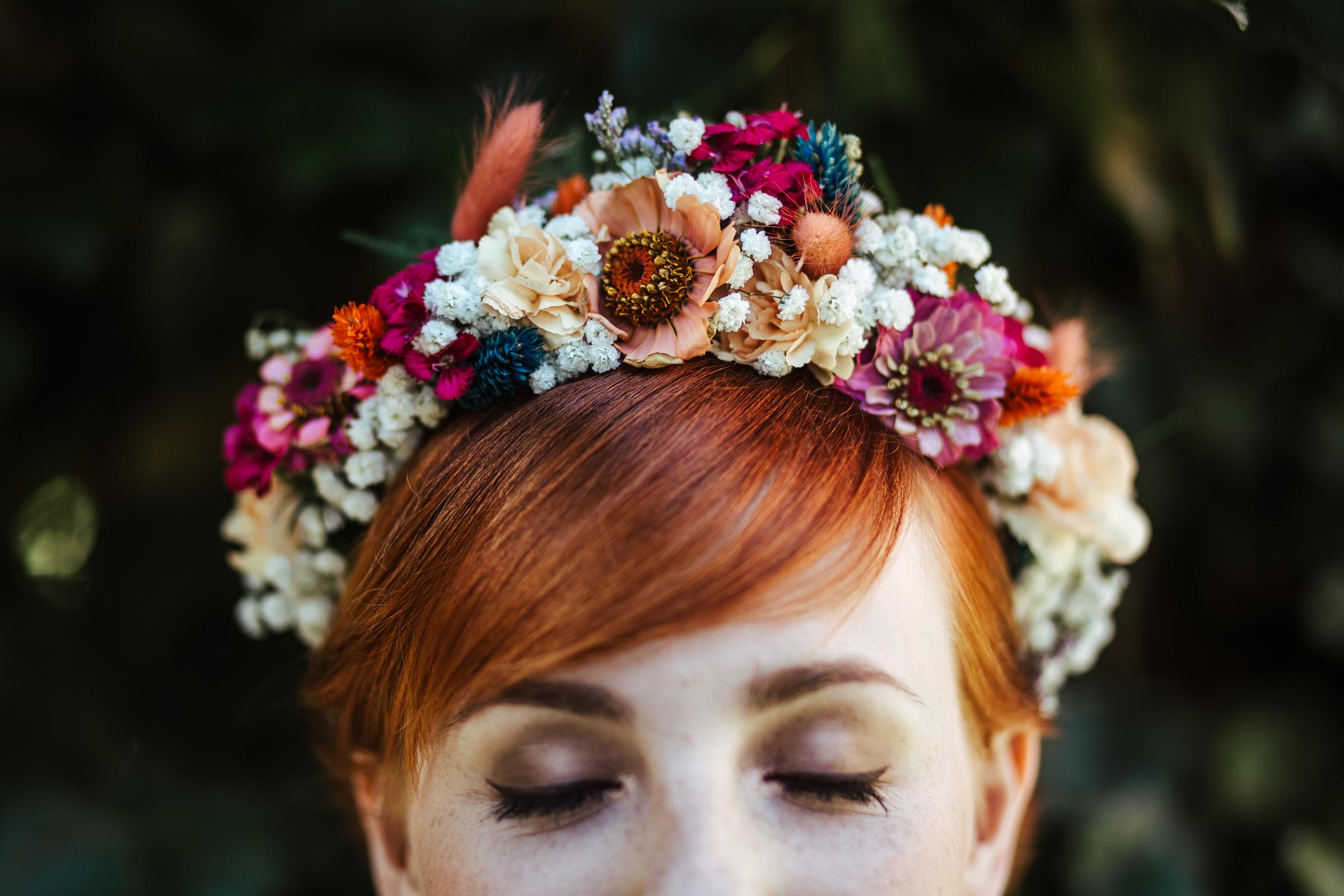 Blumenschmuck von Kopflegenden: Blumenkranz