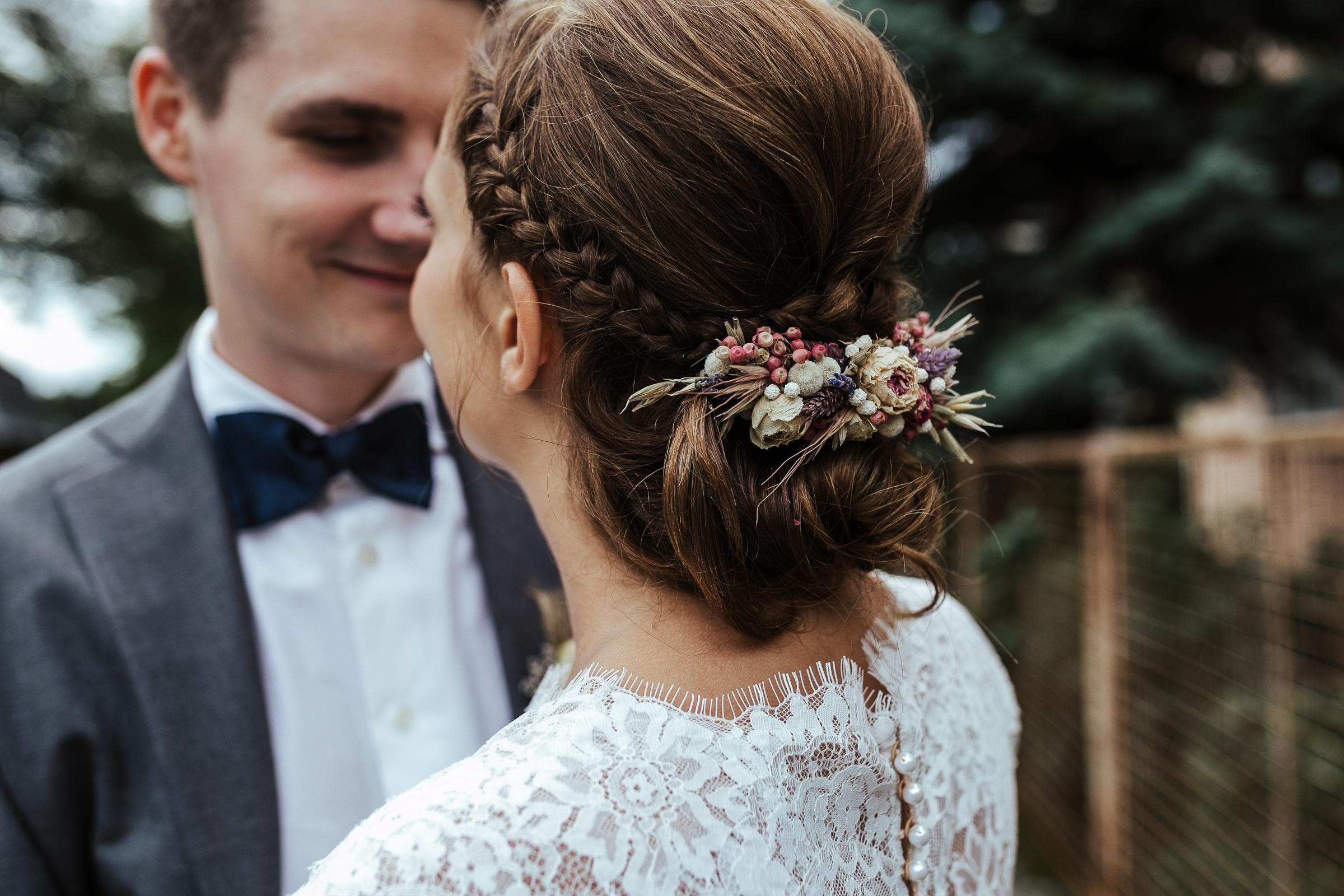 Blumenschmuck von Kopflegenden: Haarschmuck aus Blumen